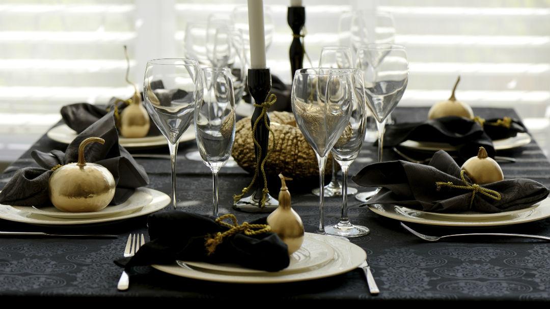 decoración de mesas de Navidad en negro