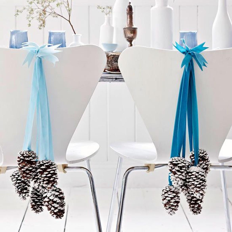 decoración de mesas de Navidad con piñas