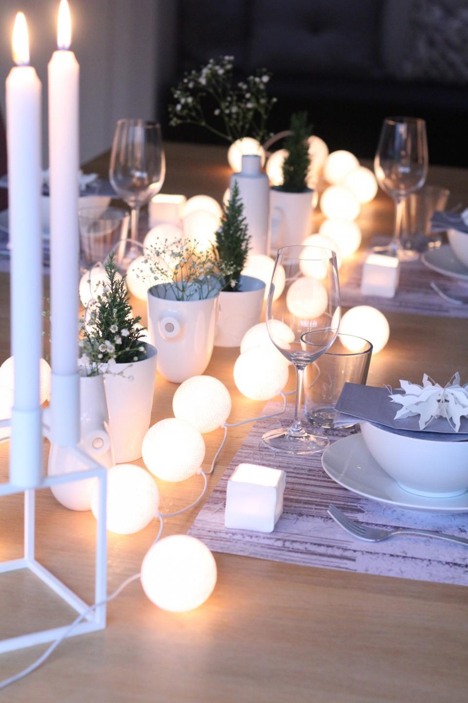 decoración de mesas de Navidad con guirnaldas luminosas