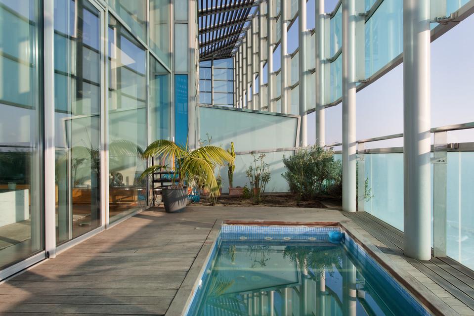 áticos de diseño con piscina