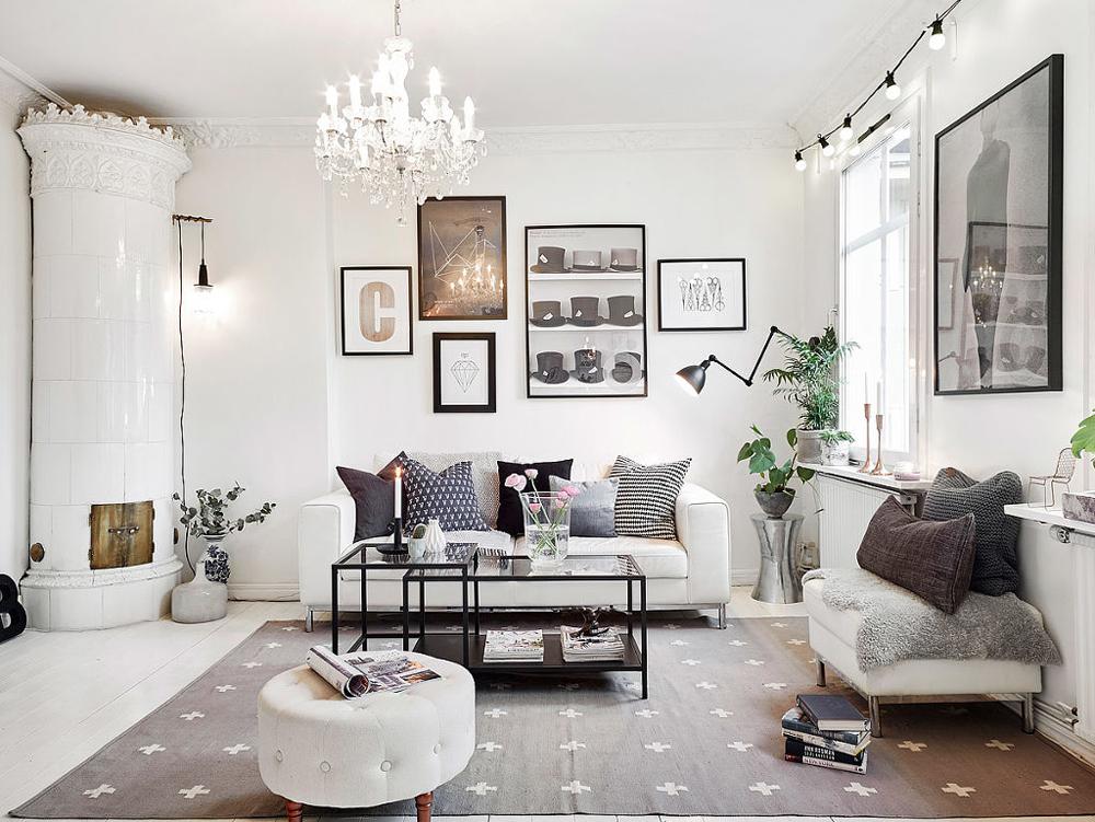 sofás blancos con complementos grises