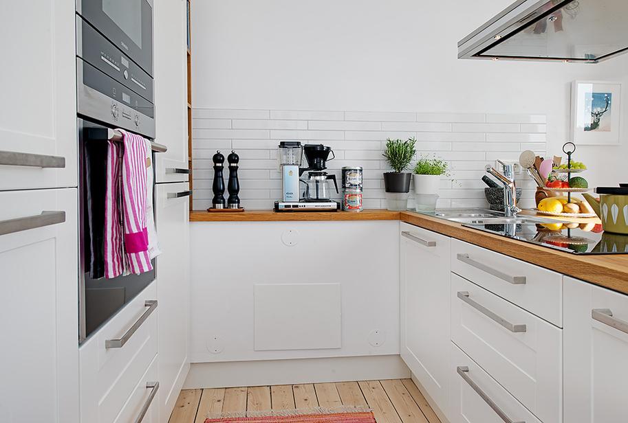 encimera de madera en cocina abierta