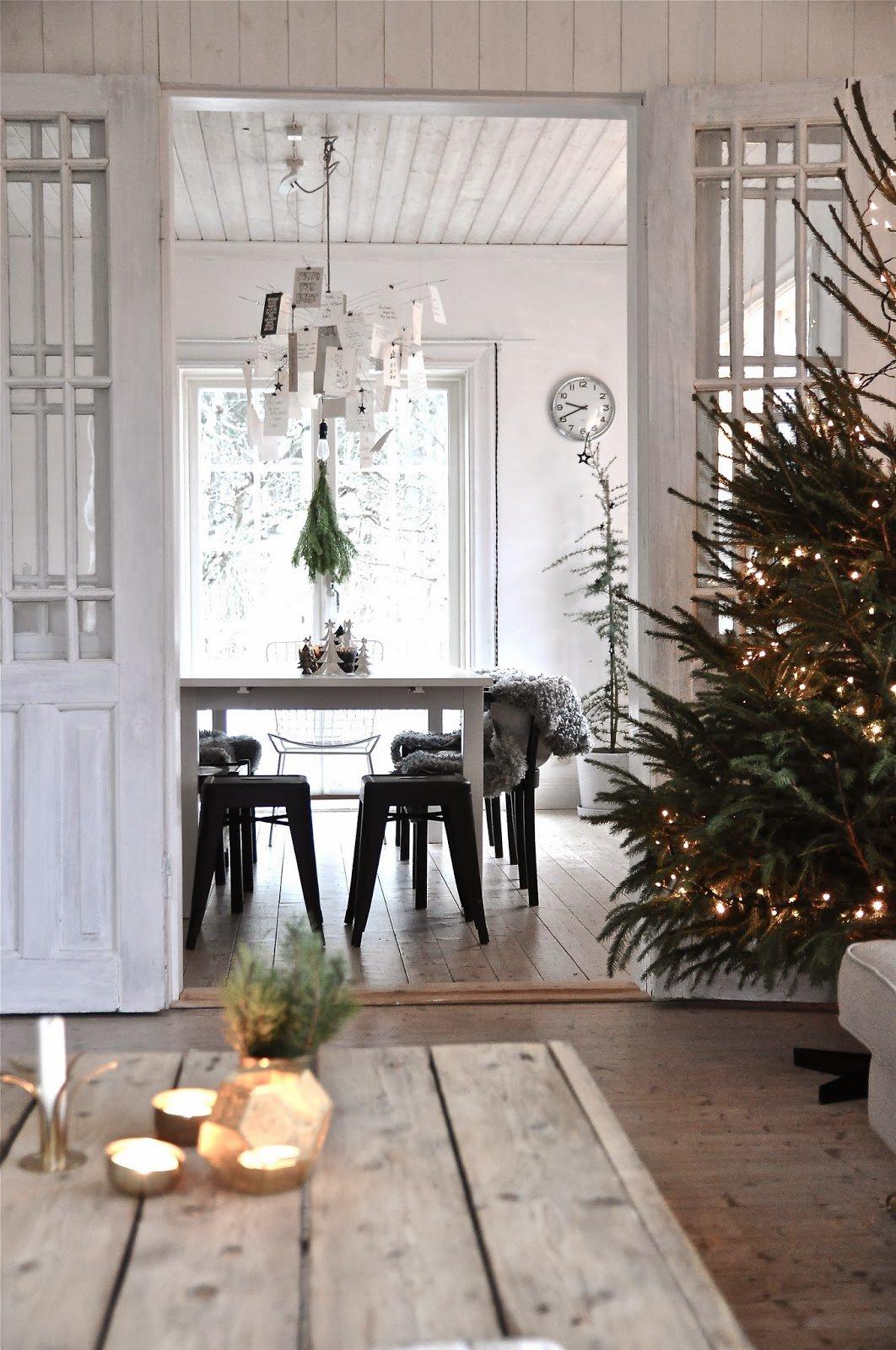 árbol de Navidad nórdico iluminado
