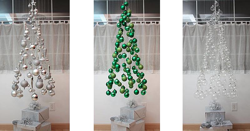 árboles de Navidad originales con bolas plateadas y verdes
