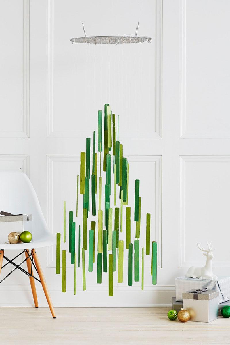 árboles de Navidad originales con colgantes verdes