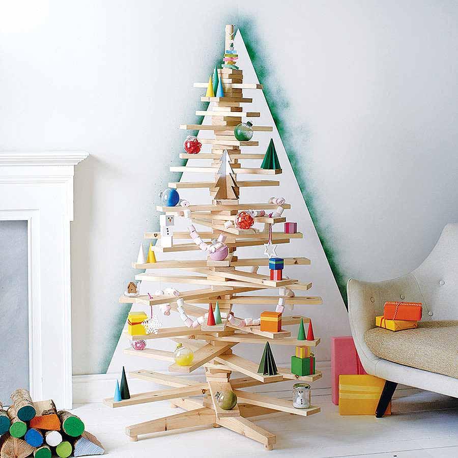 árboles de Navidad originales con madera y adornos