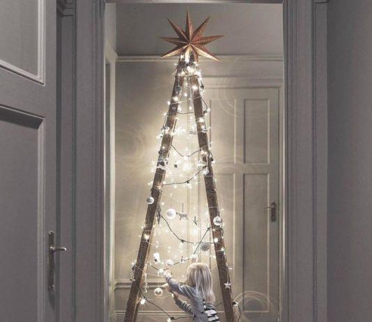 árboles de Navidad originales con escaleras iluminadas