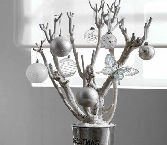 árbol de Navidad casero con ramas