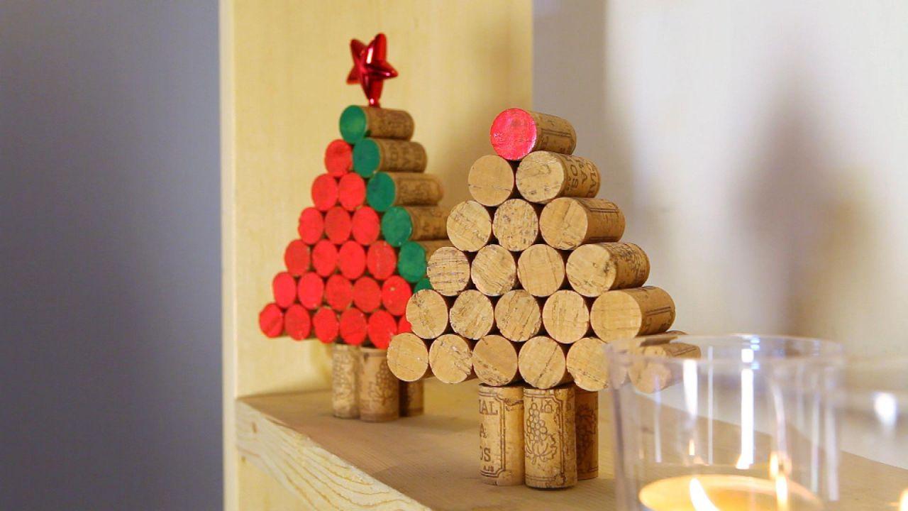 árbol de Navidad casero con tapones de corcho