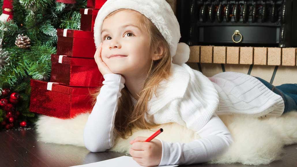 carta de Papá Noel - niña escribiendola