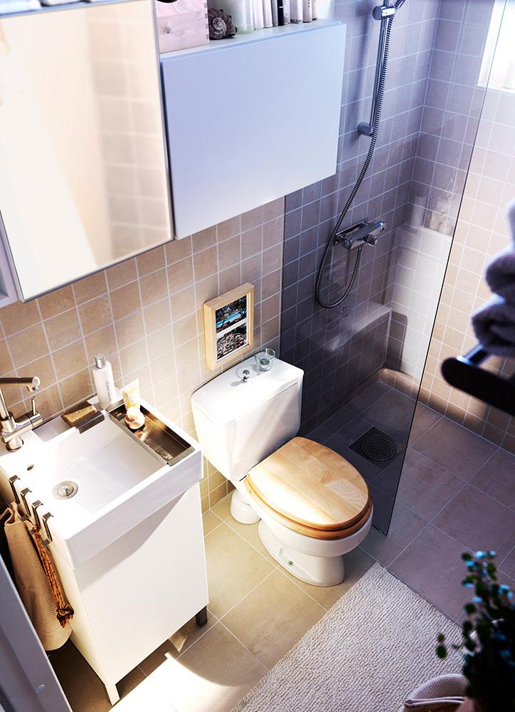 cuartos de baño pequeños y ordenados