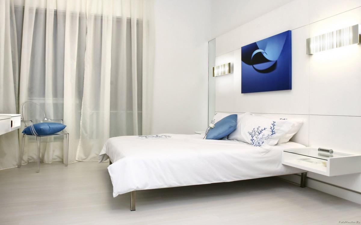 dormitorios blancos con toques de color