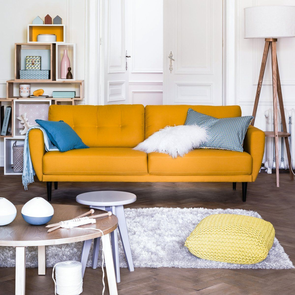 Decoración de salones - sofá naranja