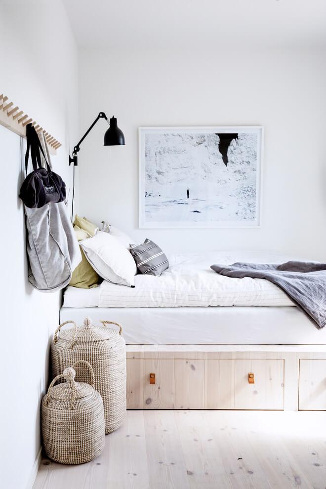 Percheros de pared en el dormitorio