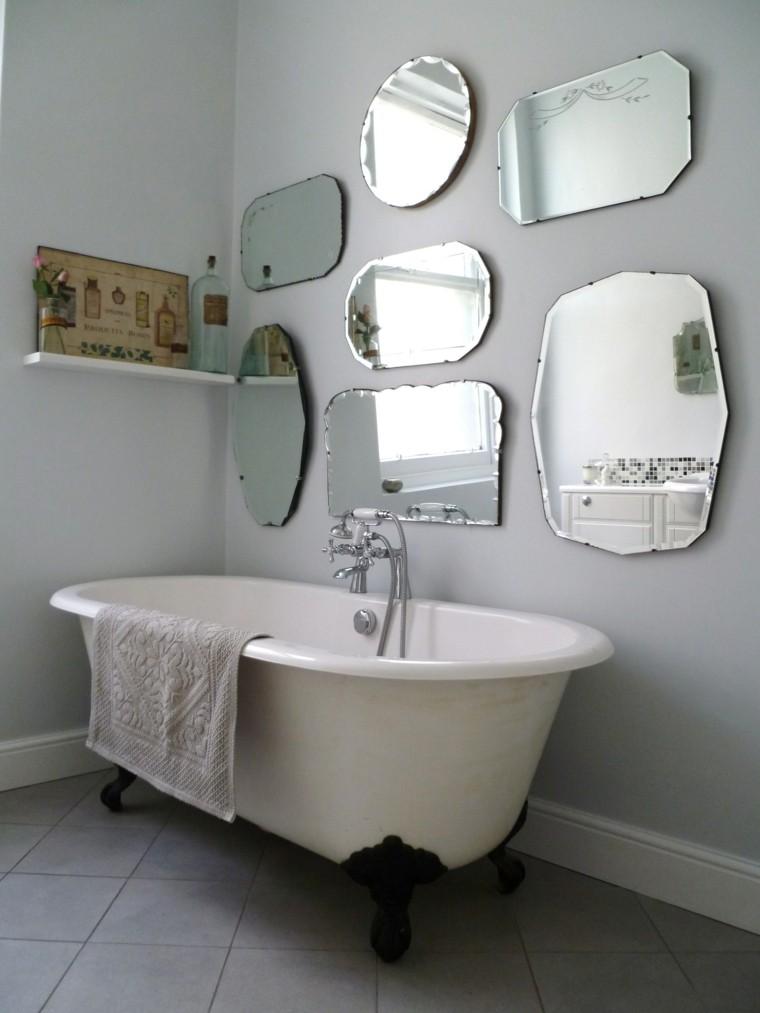 Decorar con espejos en el baño