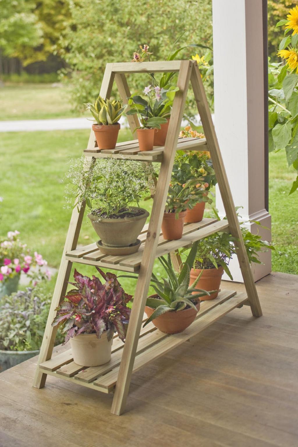 Decorar con una escalera el jardín