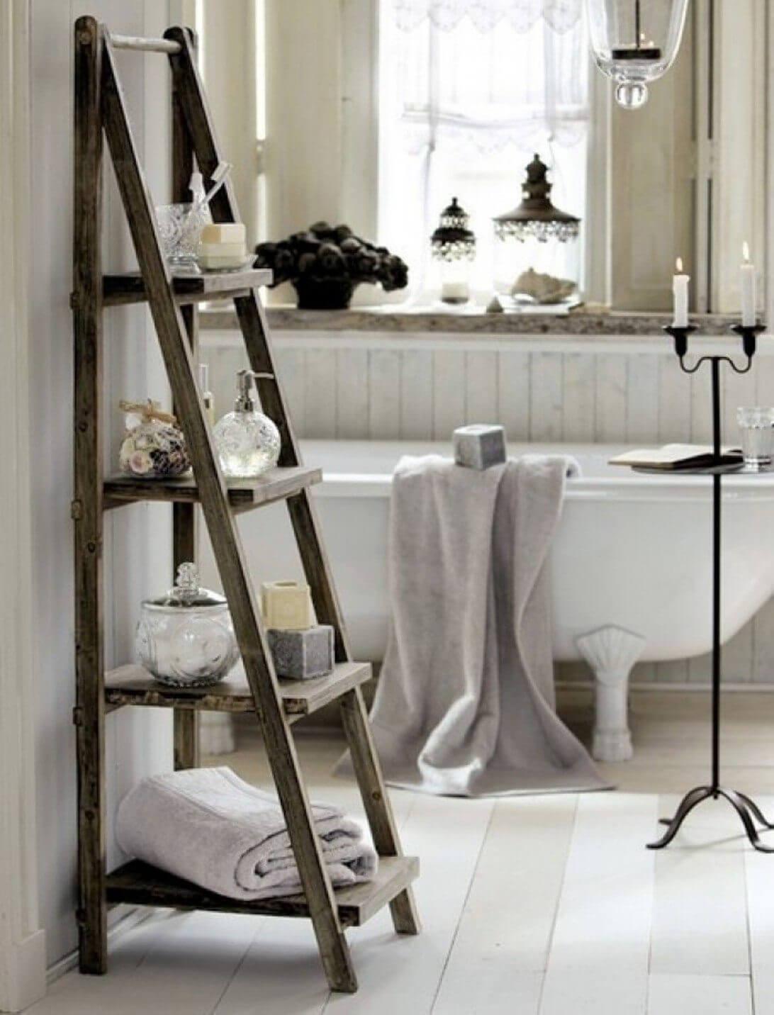 Decorar con una escalera el baño