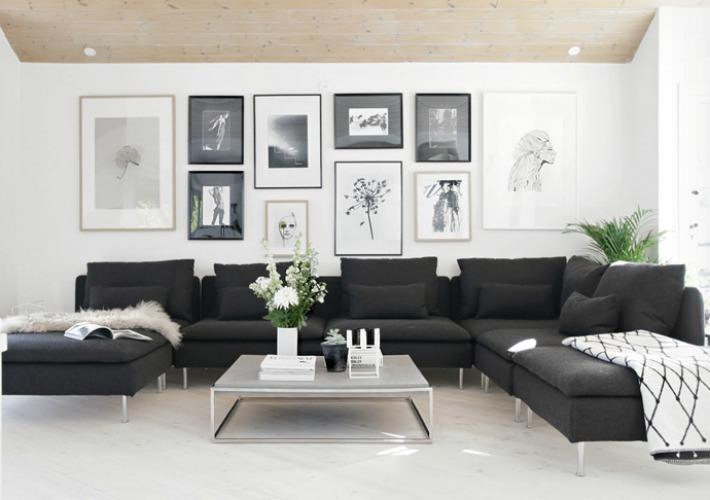 Salón en blanco y negro - sofá negro