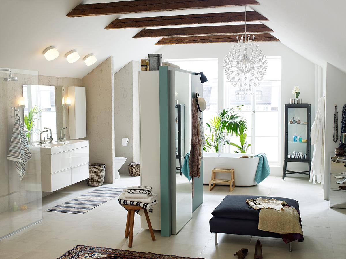 Baños modernos y luminosos