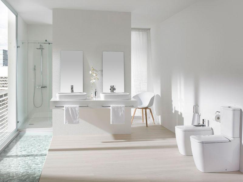 Baños modernos con colores claros