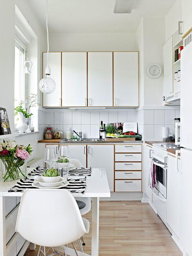 Cocina pequeña y organizada