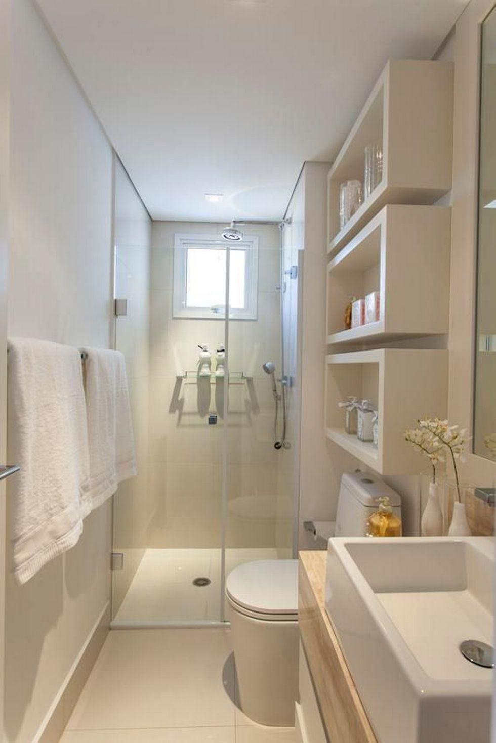 baño pequeño en colores claros