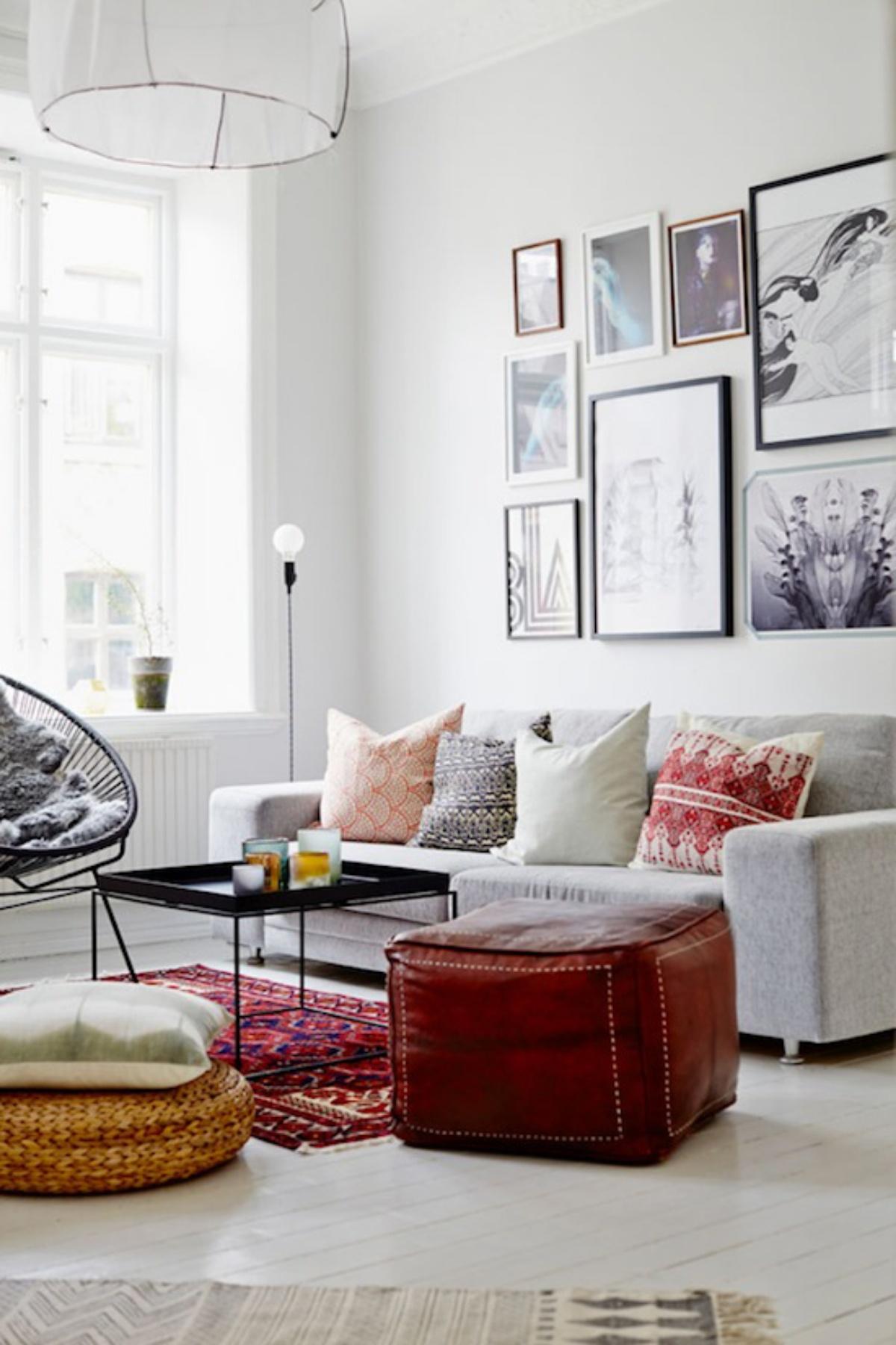 Sofá en salón moderno