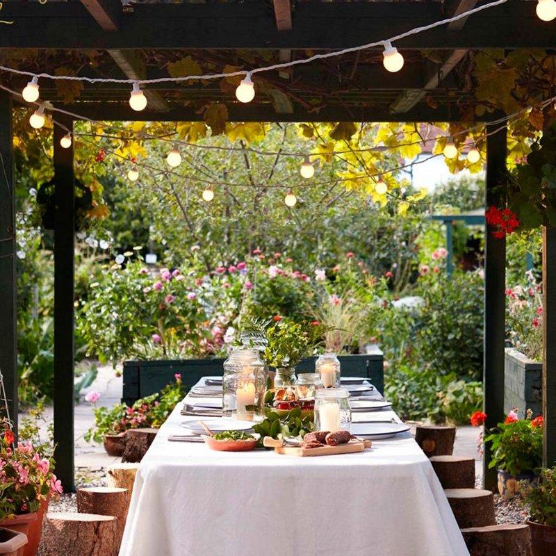 Iluminación exterior en el jardín