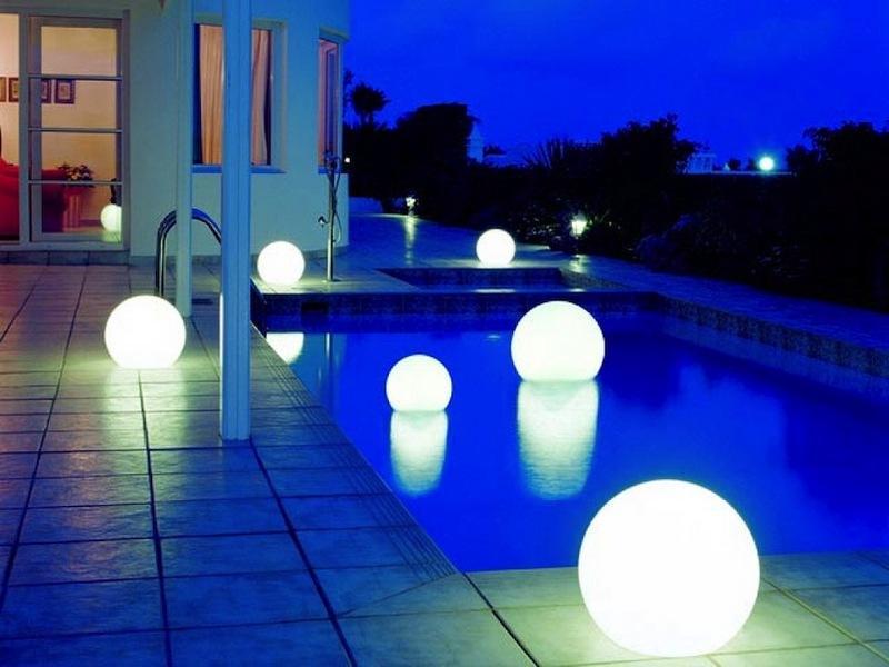 Piscinas pequeñas - iluminación flotante