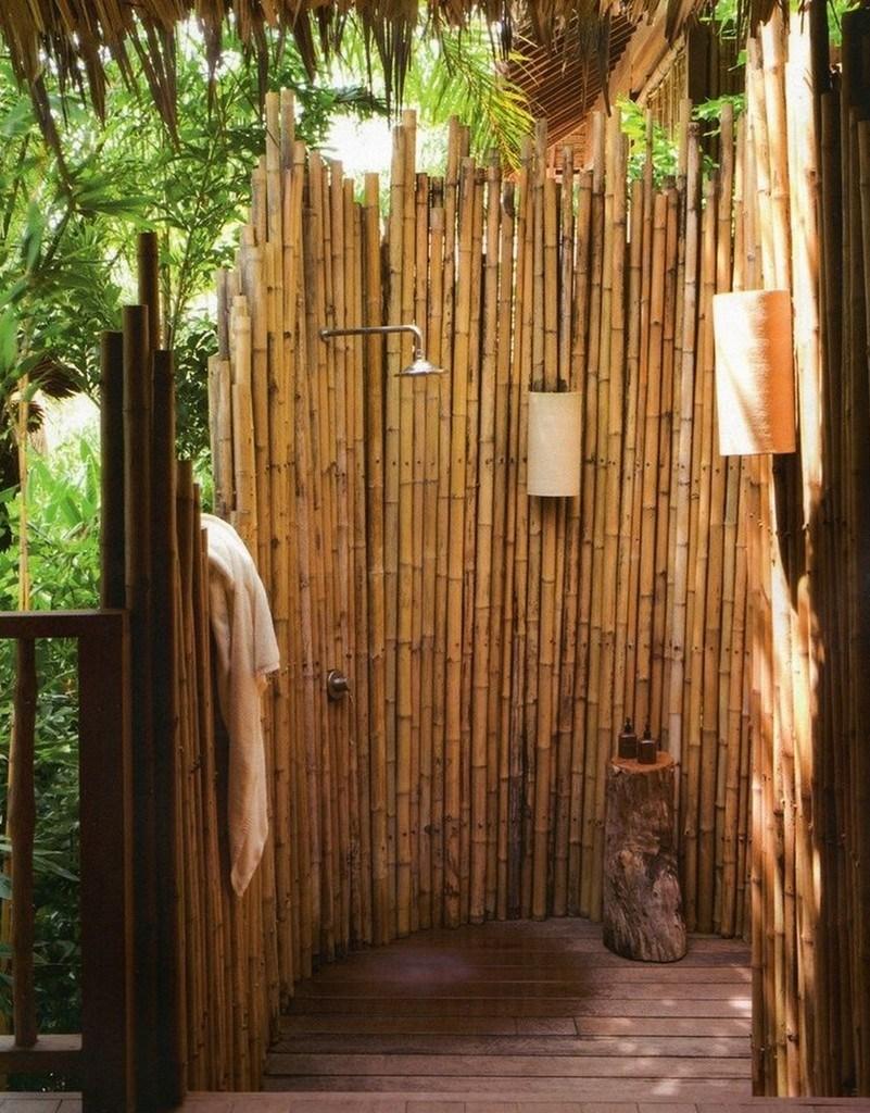 ducha exterior de bambú