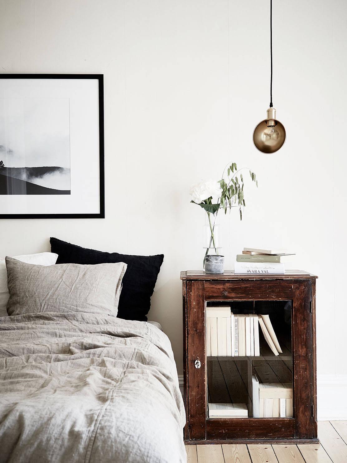 muebles antiguos en el dormitorio