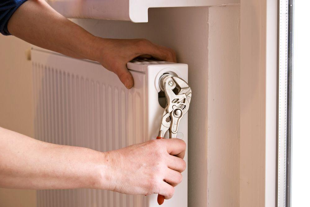 Ahorrar en calefacción - purgar radiadores