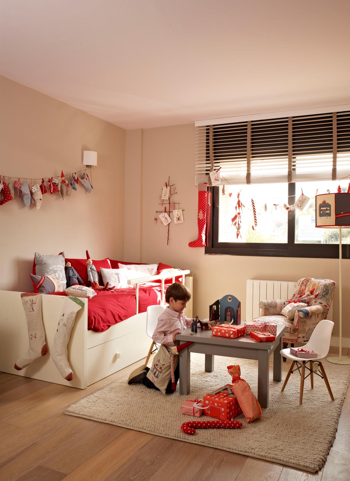 Arreglos navideños en los dormitorios infantiles