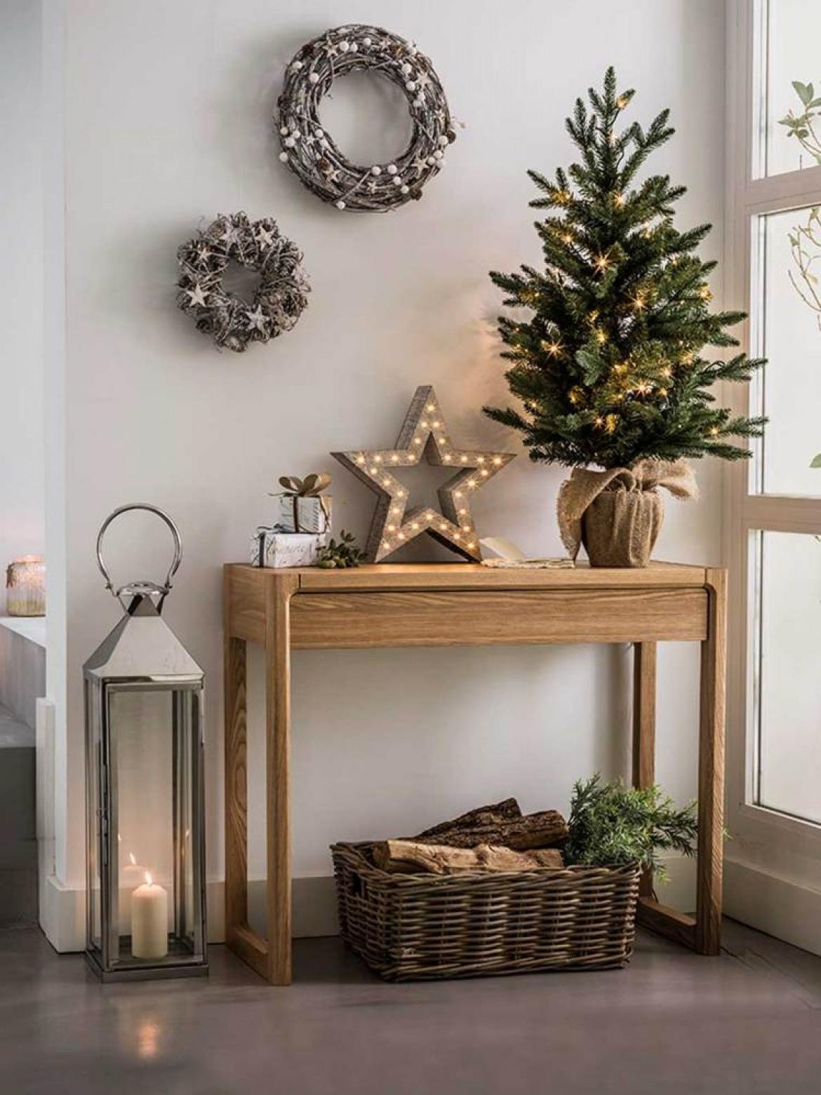 Arreglos navideños en el recibidor