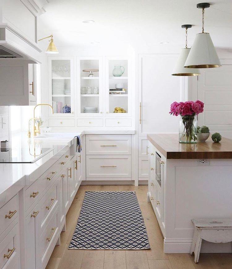 Tiradores de cocina dorados con blanco