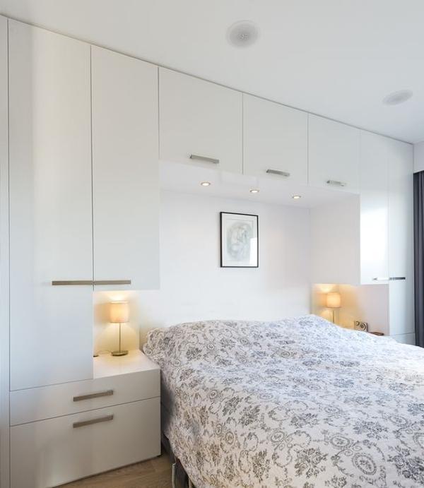 dormitorios con armarios blancos