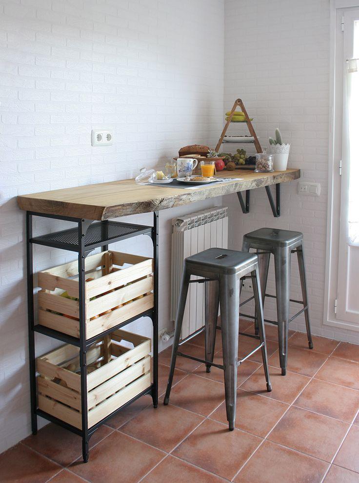 cocinas pequeñas con barras de madera raw