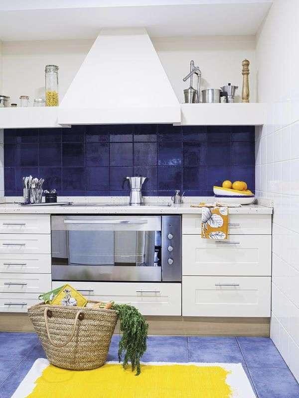 como renovar la cocina y el bano con pintura para azulejos 2
