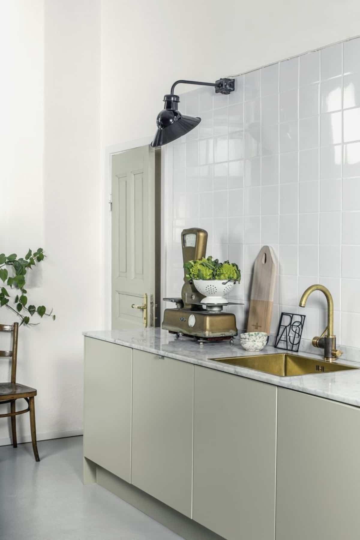 como renovar la cocina y el bano con pintura para azulejos 5