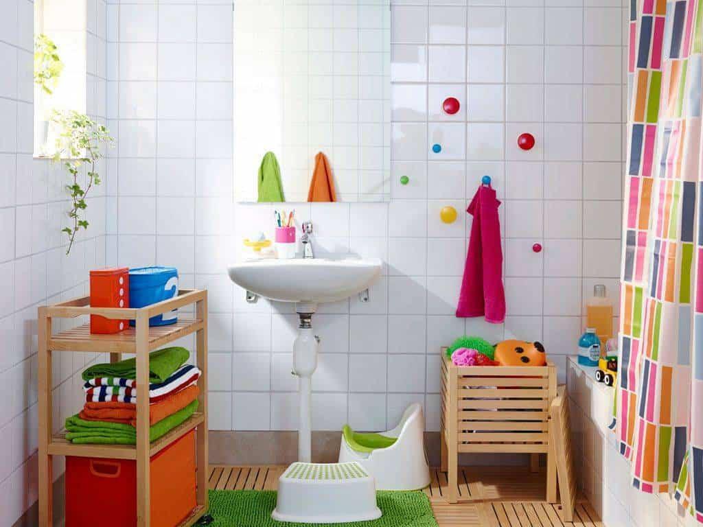 Ideas prácticas y originales para decorar los baños para niños