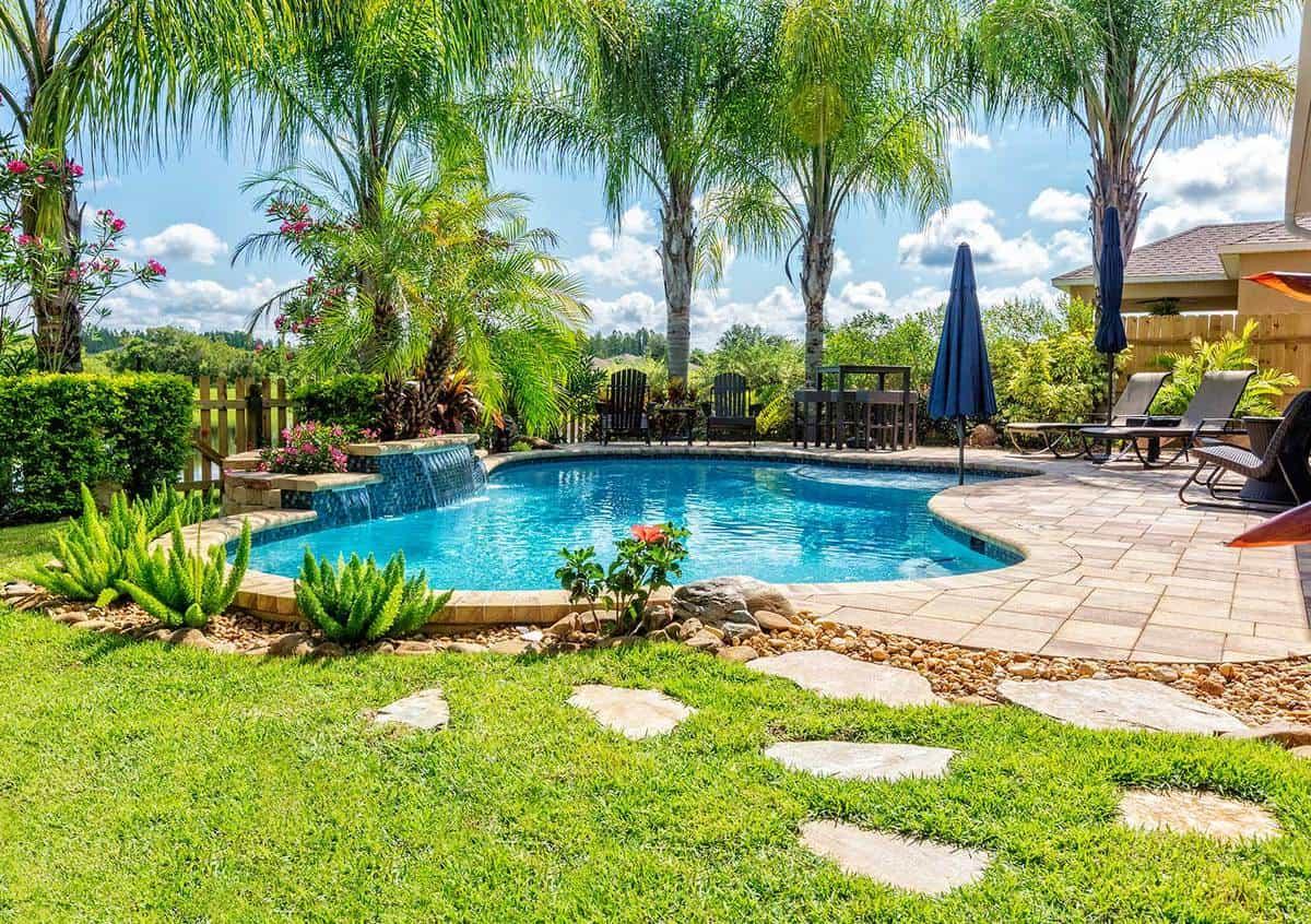 claves para elegir las plantas y arboles en la zona de la piscina 2